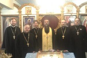 Священники приступили к Таинству Исповеди.
